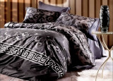 Lenjerie de pat matrimonial cu husa de perna dreptunghiulara Versace bumbac satinat gramaj tesatura 120 g mp multicolor