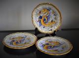 Trei farfurii decorative din ceramica pictata Deruta - decor Dragoni