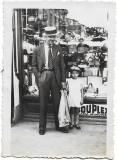 C762 Magazin cu reclama centrul vechi Ploiesti 1934 barbat cu canotiera si copil