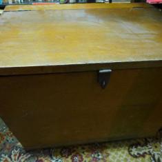 Cufar Cufere vechi de lemn masiv cu furnir si lacat 60/50cm  stare foarte buna