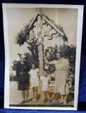 COMANDANTUL DE STRAJERI ION ANDRONIC CU FAMILIA , LANGA TROITA DE LA SANATORIUL BUDACHI , LUCRATA DE EL , FOTOGRAFIE DE IOSIF BERMAN , PERIOADA INTER
