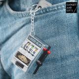 Breloc Mașină de Sloturi Gadget and Gifts
