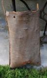 Cos vechi din scoarta copac pentru fructe