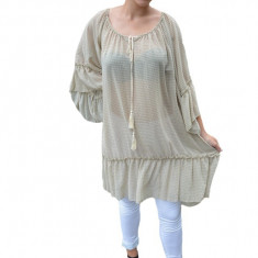 Bluza vaporoasa Maya cu imprimeu rafinat si volanase pe fond bej