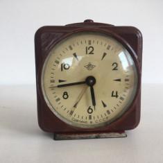 Ceas vechi de masa, mecanic, URSS, anii 50, din fier, masiv, 10 cm, nefunctional
