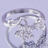 Inel finut si delicat cu floricele stil romantic, placat aur alb 10k si zirconia