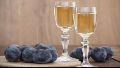 Vand tuica de prune (palinca) de 50 de grade foto