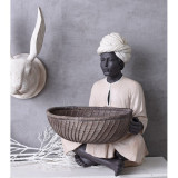 Figura de african cu un platou CW182, Abstract