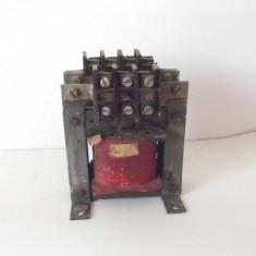 TRANSFORMATOR CURENT ELECTRIC 220 V la 15 V , 630 W , 1.25 A