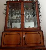 Mobilier vechi de sufragerie, stare foarte bună
