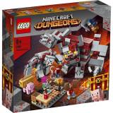 LEGO® Minecraft™ - Batalia pentru piatra rosie (21163)