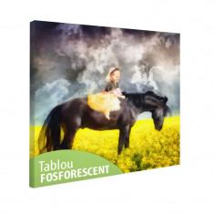 Tablou fosforescent Fetita pe cal