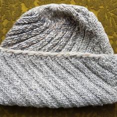 Caciula lana unisex,culoarea gri deschis.
