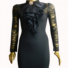 Rochie eleganta cu dantela si volanase la gat