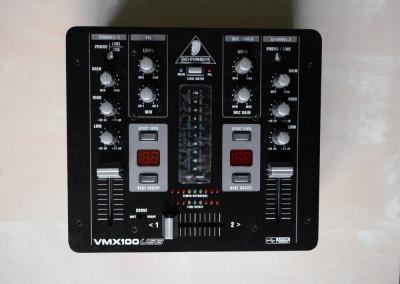 Behringer Professional 2-Channel DJ Mixer  VMX100USB foto