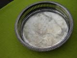 Tava din alpaca argintata, motive florale gravate