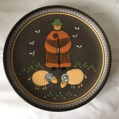 Farfurie decorativa ceramica, cu pastor/ cioban si oi, deosebita, 29cm diametru