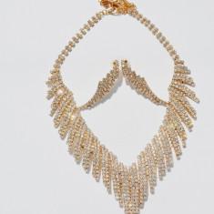 Set rafinat de bijuteri,colier si cercei ,nuanta de auriu