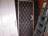 Usa cu grilaj decorativ din metal fara toc, cu dim. int.-198x80 cm., ext. 200x82