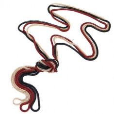 Colier compus din lanţuri de culoare roşie, aurie şi neagră