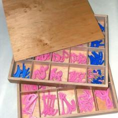 Alfabet mobil cursiv, Montessori