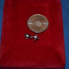 PANDANTIV AUR alb 9K (375) + 1 diamant X 0.10 ct. - 1.5cm - lungime - Anglia !