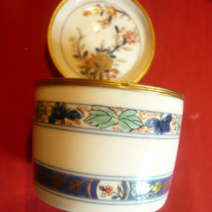 Caseta Portelan fin Limoges -Raynaud ,rama metalica aurita ,pictat manual ,D=7cm