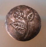 Cutie metal cu floare incrustata, 8.5 cm