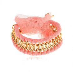 Brăţară, zale aurii de lanţ îmbinate cu fâşii din plasă roz, fundă