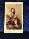 FETITA IN COSTUM POPULAR , POZAND IN STUDIO , FOTOGRAFIE TIP C.D.V. , STUDIO FOT M. SPIRESCU , GALATI , PE CARTON , CCA. 1900