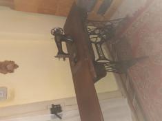 Masina de cusut singer veche functionala cu pedala si maner rotativ 1926 foto