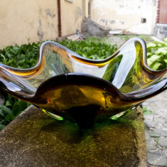 Fructieră de sticlă colorată în masă antică