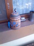 Veche Halba din ceramica cu capac din zinc Marcata
