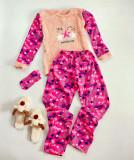 Pijama dama cu inimioare roz cu crem extrem de pufoasa si calduroasa cu imprimeu Stay
