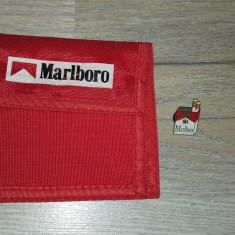 TIGARI -FUMAT- LOT PORTMONEU SI INSIGNA PIN DE LA MARLBORO