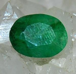 smarald natural mare superb ideal pentru a fi montat intr un inel !