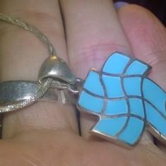 argint 925 ANTIC ! , lant cu  pandantiv cruce  deosebit cu turcoaz natural !