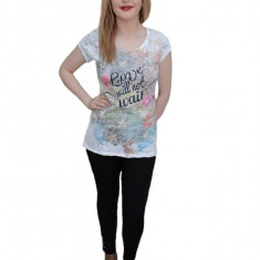 Tricou rafinat pentru tineret, de culoare alba, cu model colorat