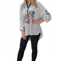 Bluza casual ,croi lejer,model painted,nuanta de alb