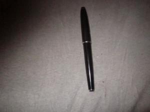 stilou flaro vega cu piston atentie are capacul putin crapat x41