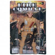 Soldat cu arme pe placa