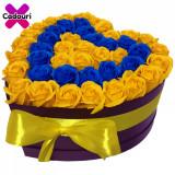 Cumpara ieftin Aranjament flori trandafiri de sapun galbeni si albastri, 49 trandafiri, 30 x 30 cm, Oem