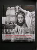Lumea rurala romaneasca acum o suta de ani. Album, port popular