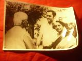 Fotografie Indira Gandhi si fiul Raji Gandhi intalnire cu inteleptul Krisnamurti