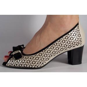 Pantofi crem cu negru eleganti din piele naturala, perforati (cod 242)