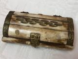 Impresionanta cutie din os cu balamale din alama in forma de bufnita