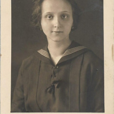 Fotografie portret tanara poza veche