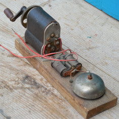 MECANISM ELECTRIC - GENERATOR DE CURENT DE LA UN TELEFON VECHI DE EPOCA