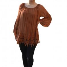Bluza moderna Kara cu insertii de broderie si dantela ,nuanta de maro