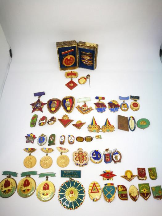 Colectie 56 insigne romanesti vechi, UTC,UTM,Pionieri,Dansuri,Sport,Medicale